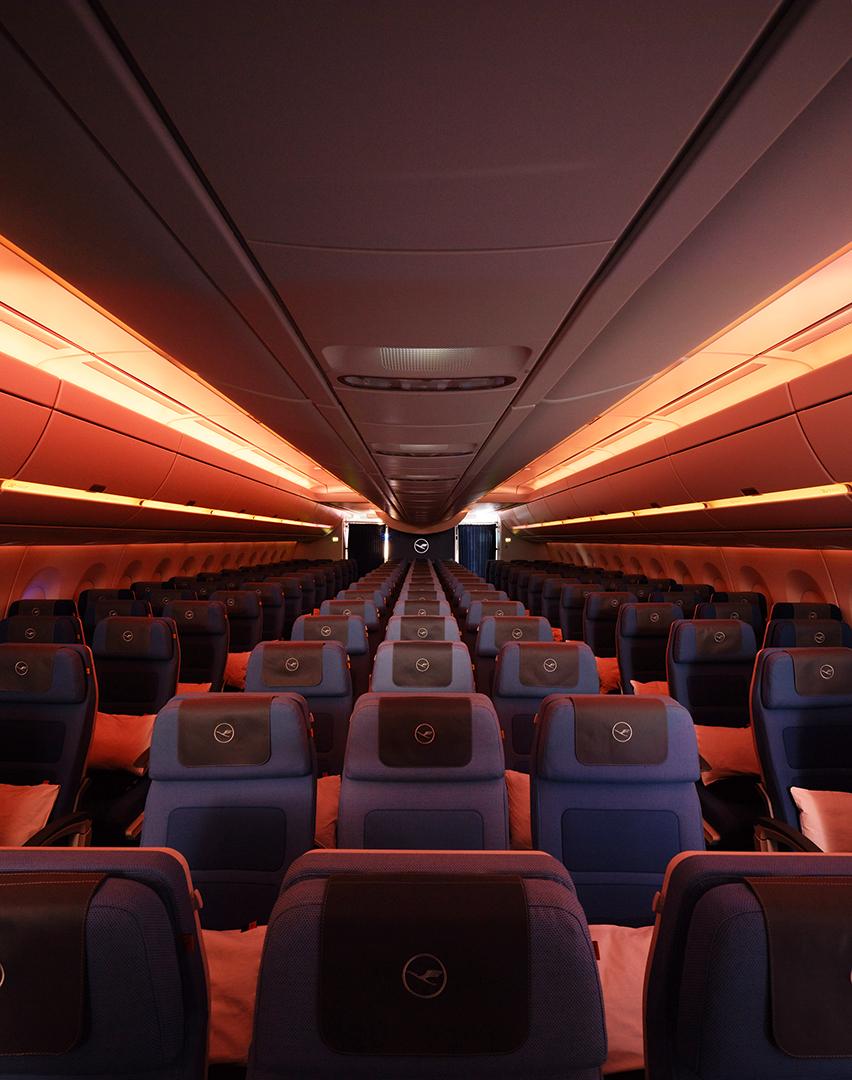 Lufthansa Airbus A-350 Chronolicht