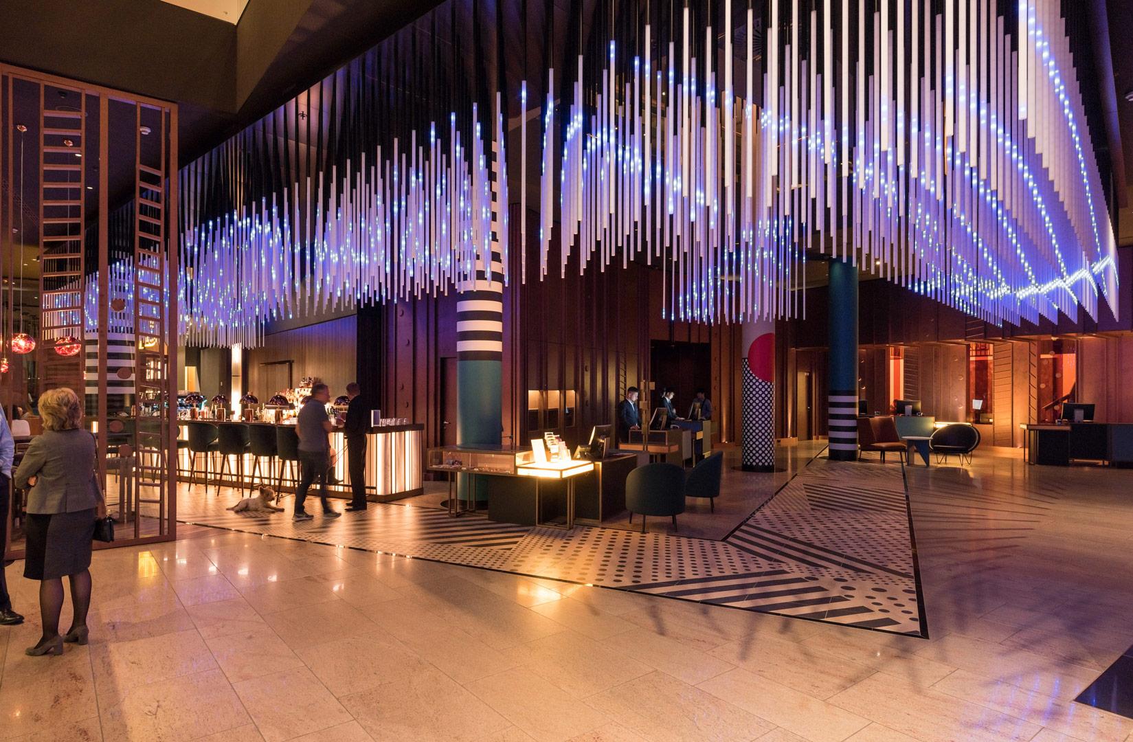 Hotel Pullmann Berlin Schweizer Hof_Lichtskulptur_Kardorff Lichtplanung