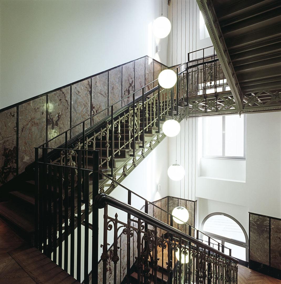 Hotel de Rome_Treppenhaus, beleuchtet von Kardorff Ingenieure Lichtplanung