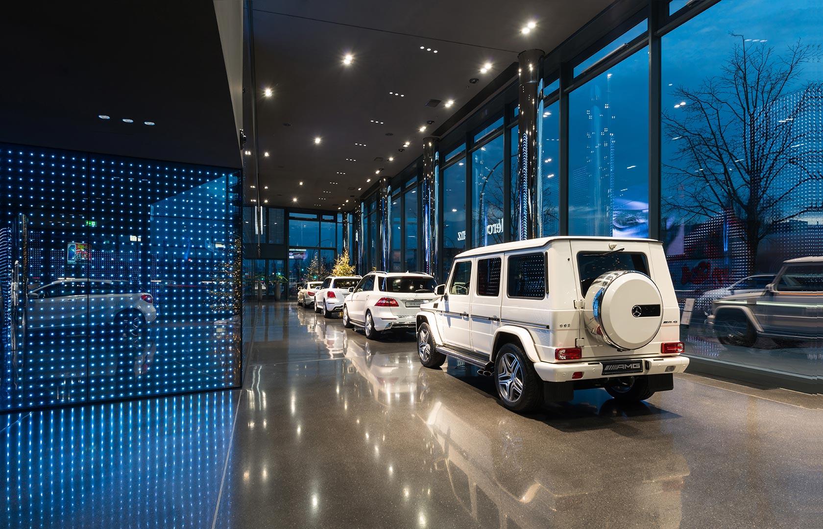 Mercedes-Benz Vertrieb, Showroom von außen, Kardorff Ingenieure Lichtplanung
